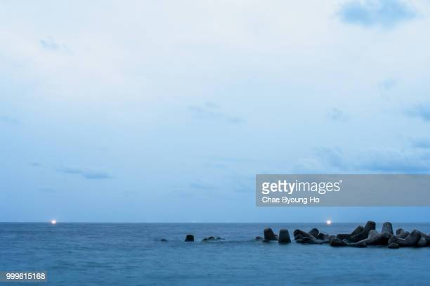 seawall - seawall stock pictures, royalty-free photos & images