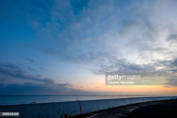seawall sunrise - 防波堤 ストックフォトと画像