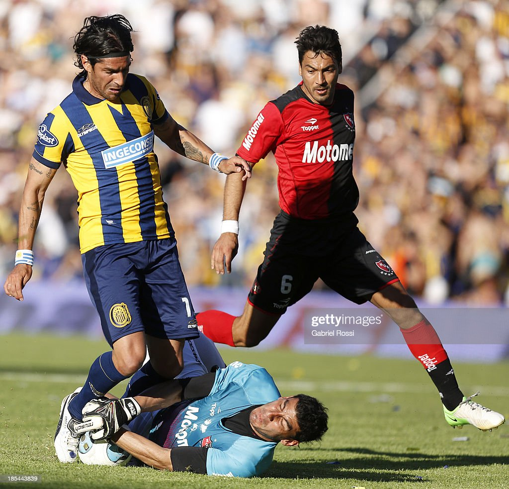 Rosario Central v Newell's Old Boys - Torneo Inicial 2013