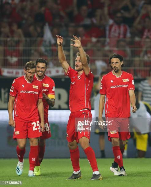 Sebastian Andersson of FC Union Berlin celebrates with his team mates after scoring his team's third goal during the Bundesliga match between 1. FC...