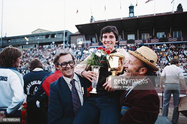 Sebastian Coe celebrates with his father, Peter Coe, and promoter Arne Haukvik after running a world record 3:48.95 in the IAAF Dubai Golden Mile at...