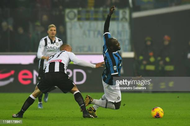 Sebastian De Maio of Udinese Calcio competes for the ball with Romelu Lukaku of FC Internazionale during the Serie A match between Udinese Calcio and...