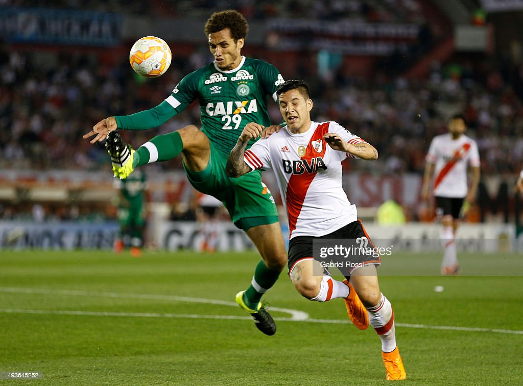 Sebastian Driussi of River Plate fights for the ball with Neto of Chapecoense during a match between River Plate and Chapecoense as part of Quarter Finals of Copa Sudamericana 2015 at Monumental Antonio Vespucio Liberti Stadium on October 21, 2015 in Buenos Aires, Argentina.