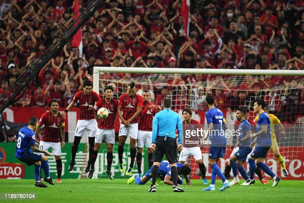 Sebastian Giovinco of Al Hilal attempts a shot during the AFC Champions League Final second leg match between Urawa Red Diamonds and Al Hilal at...
