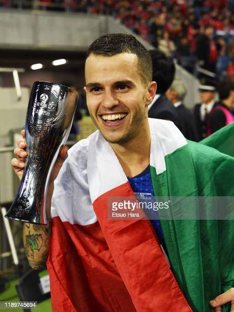 Sebastian Giovinco of Al Hilal celebrates the victory after the AFC Champions League Final second leg match between Urawa Red Diamonds and Al Hilal...