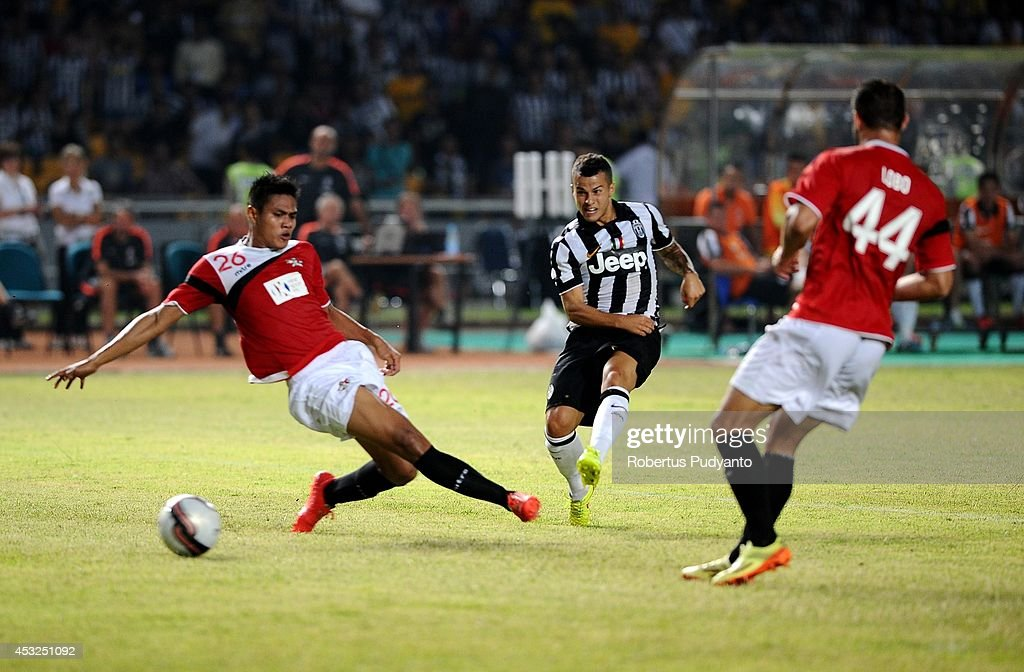 Sebastian Giovinco (C) of Juventus FC battle for the ball during the match between Indonesia Selection All Star Team and Juventus FC at Gelora Bung Karno Stadium on August 6, 2014 in Jakarta, Indonesia. Juventus FC win the game 8-1.