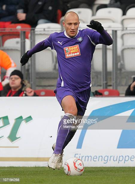 Sebastian Glasner of Aue runs with the ball during the Second Bundesliga match between FC Energie Cottbus and Erzgebirge Aue at Stadion der...