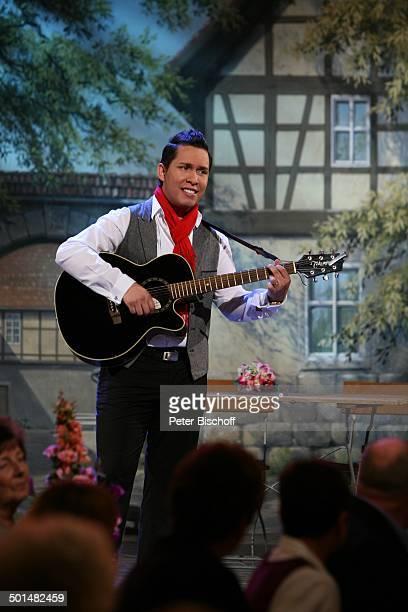 Sebastian Gomez MDRMusikshow Wernesgrüner Musikantenschenke Wernesgrün Steinberg Sachsen Deutschland Europa Bühne singen Gitarre Instrument...