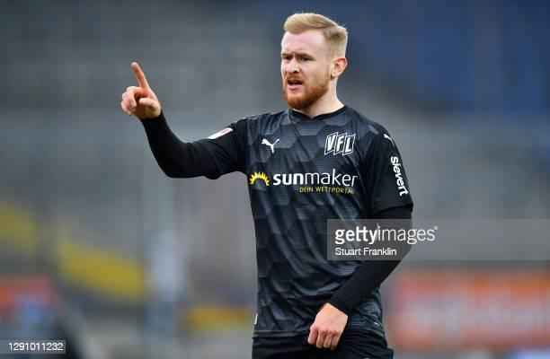 Sebastian Kerk of VfL Osnabrueck gestures during the Second Bundesliga match between Eintracht Braunschweig and VfL Osnabrück at Eintracht-Stadion on...
