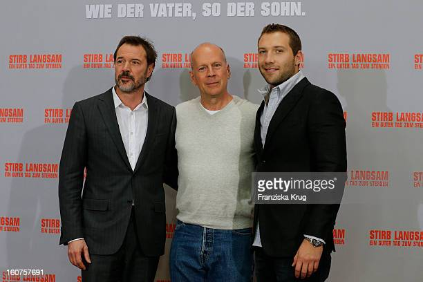 Sebastian Koch Bruce Willis and Jai Courtney attend a photocall for 'Die Hard Ein Guter Tag Zum Sterben' at Hotel Adlon on February 5 2013 in Berlin...