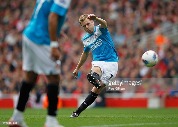 Sebastian Larsson of Sunderland scores their first goal from a free kick during the Barclays Premier League match between Arsenal and Sunderland at...
