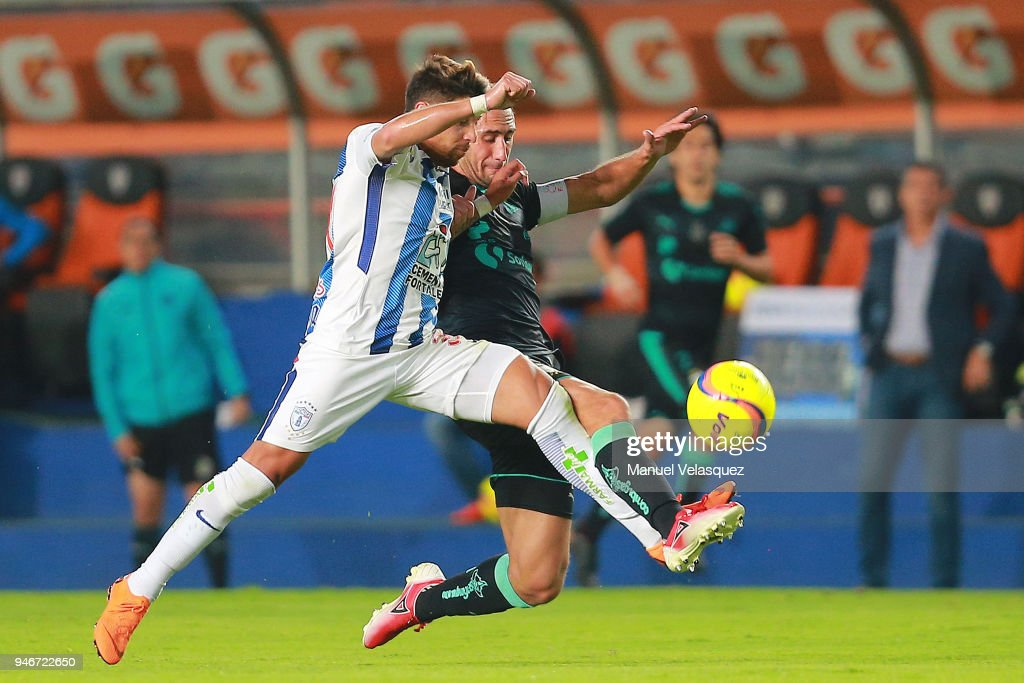 Sebastian Palacios (L) of Pachuca struggle for the ball against Carlos Izquierdoz (R) of Santos during the 15th round match between Pachuca and Santos Laguna as part of the Torneo Clausura 2018 Liga MX at Hidalgo Stadium on April 14, 2018 in Pachuca, Mexico.
