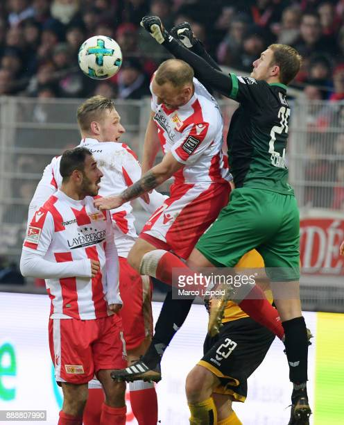 Sebastian Polter Akaki Gogia Toni Leistner of 1 FC Union Berlin and Marvin Schwaebe of SG Dynamo Dresden during the Second Bundesliga match between...