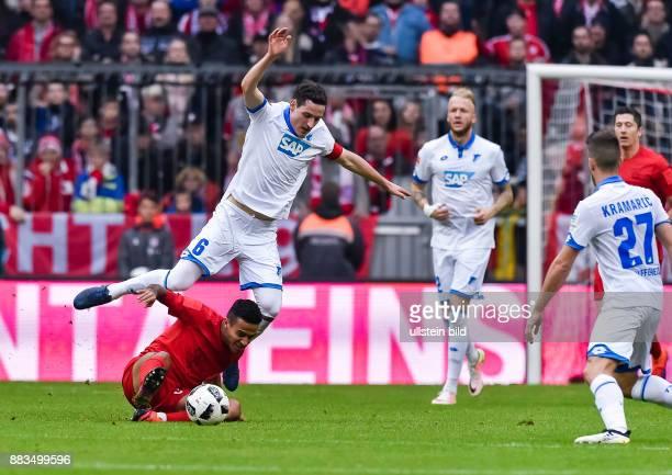 Sebastian Rudy im Zweikampf mit Thiago Alcantara waehrend dem Fussball Bundesliga Spiel FC Bayern Muenchen gegen TSG Hoffenheim am 1 Spieltag der...