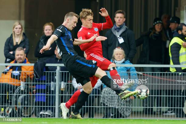 Sebastian Schonlau of SC Paderborn 07 and Gotoku Sakai of Hamburger SV battle for the ball during the Second Bundesliga match between SC Paderborn 07...
