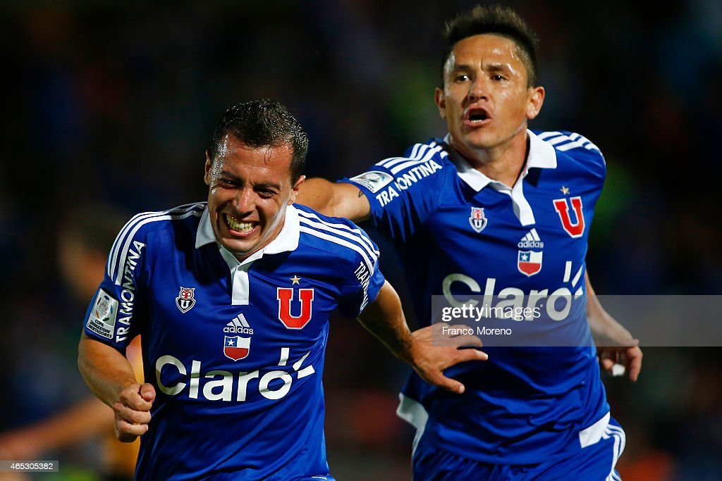 U de Chile v The Strongest - Copa bridgestone Libertadores 2015 : ニュース写真