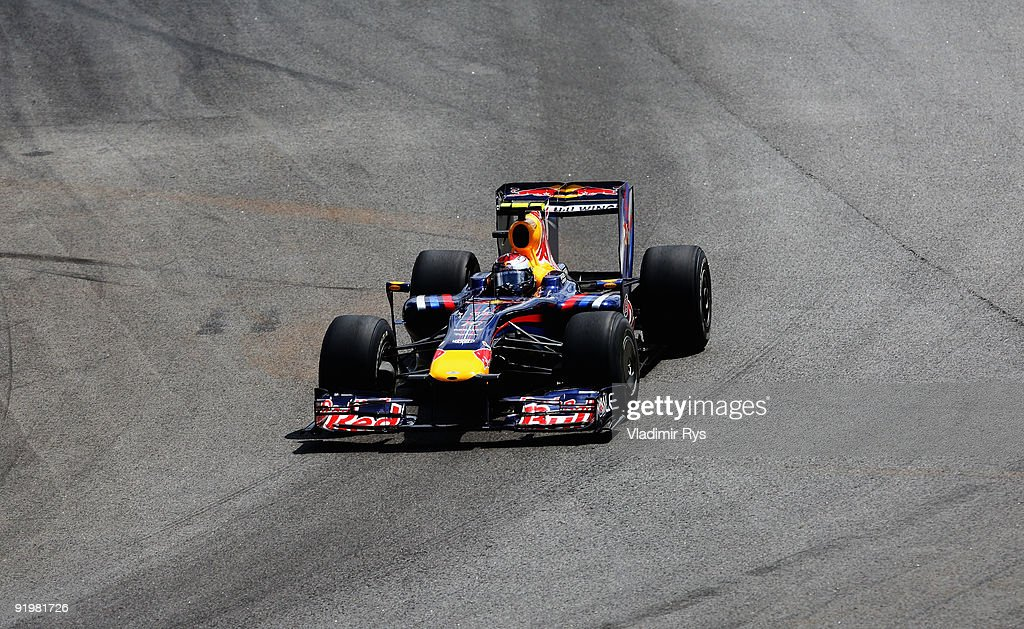 Sebastian Vettel of Germany and Red Bull Racing drives during the Brazilian Formula One Grand Prix at Interlagos Circuit on October 18, 2009 in Sao Paulo, Brazil.