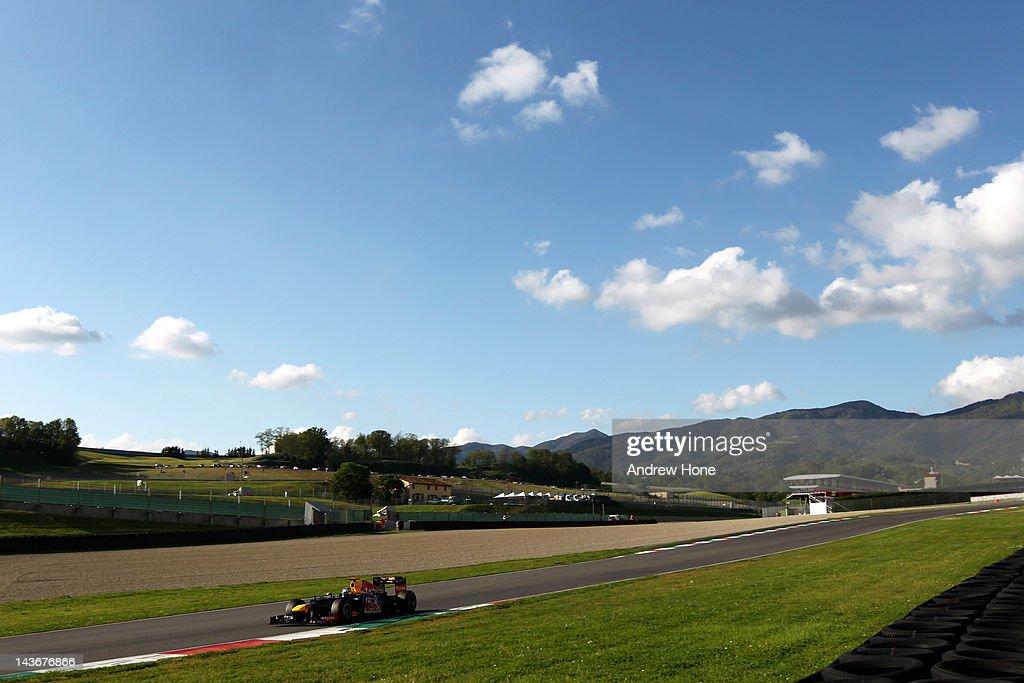 Formula 1 Teams Take Part In In-Season Testing : News Photo