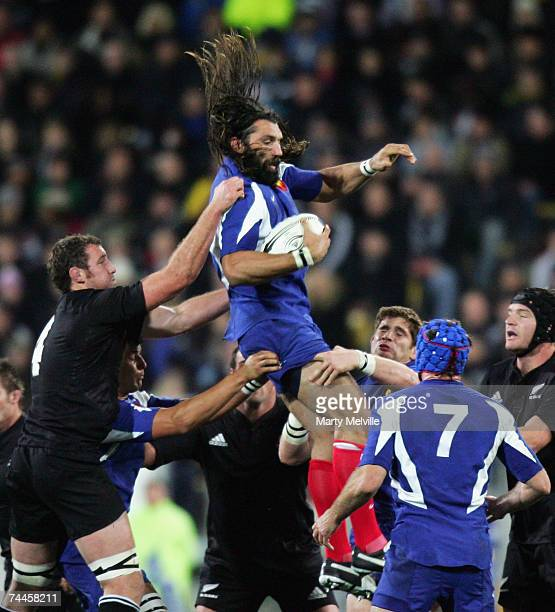 Sebastien Chabal of France takes the lineout throw and is pulled down by Chris Jack of the All Blacks during the Second Rugby Test between New...