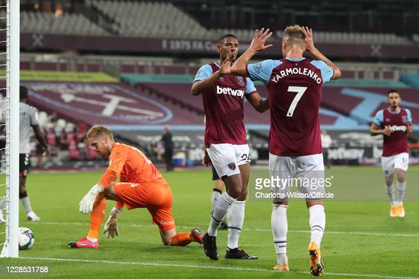 Sebastien Haller of West Ham celebrates scoring the opening goal with Andriy Yarmolenko who provided the assist as Charlton goalkeeper Ben Amos...