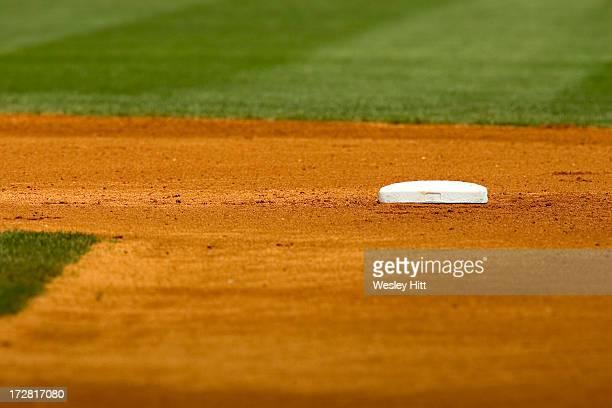 second base on a baseball field - 塁 ストックフォトと画像