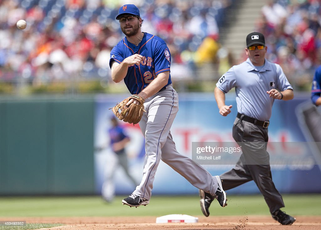 Second baseman Daniel Murphy #28 of the New York Mets thorws out a runner in the bottom of the second inning against the Philadelphia Phillies on August 11, 2014 at Citizens Bank Park in Philadelphia, Pennsylvania.