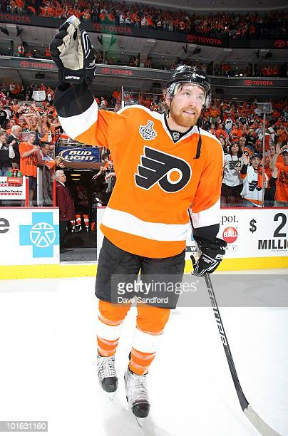 Second star of the game Claude Giroux of the Philadelphia Flyers acknowledges the crowd after his team defeated the Chicago Blackhawks 53 in Game...