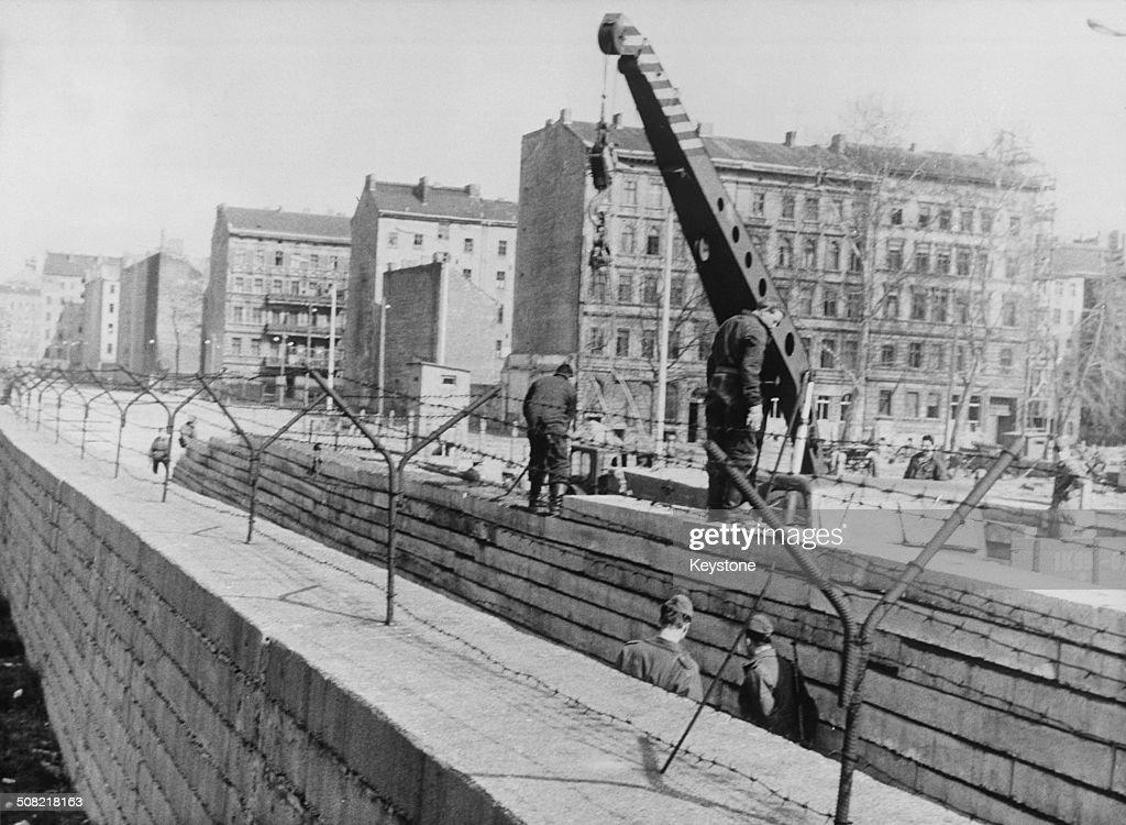 Second Berlin Wall : News Photo