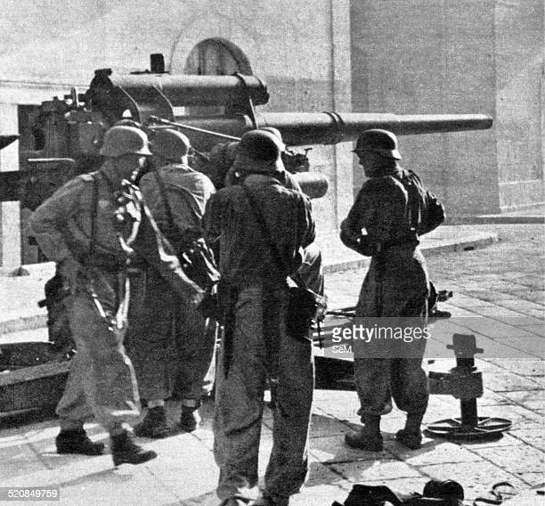 Second World WarItalian Armistice in 1943 German 88 mm gun ready to fire on a street in an Italian city during the fighting wafter the Italian...