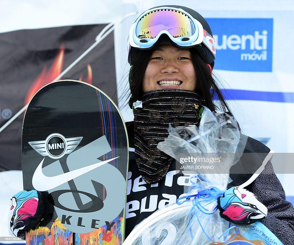 secondplaced chinese snowboarderjiayu liu celebrates on the podium of picture id164726481 - 劉佳宇リュウジャユはハーフパイプスノーボード選手!プロフィールと年齢と身長は?