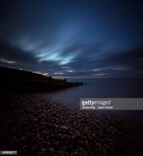91 seconds - blue hour - s0ulsurfing stock pictures, royalty-free photos & images