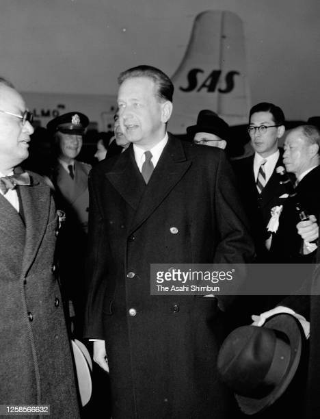 Secreatry-General Dag Hammarskjold is welcomed by Japanese Foreign Minister Mamoru Shigemitsu on arrival at Haneda Airport on January 12, 1955 in...