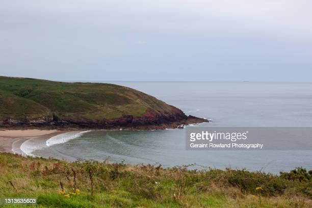 secret bays of wales - geraint rowland stock pictures, royalty-free photos & images