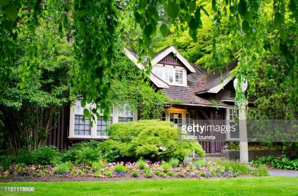 secret cottage - cottage exterior stock pictures, royalty-free photos & images