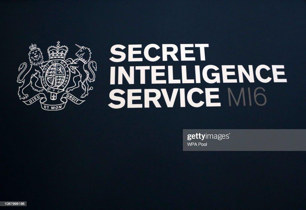 MI6 Chief Alex Younger Speaks At University Of St Andrews : Fotografía de noticias