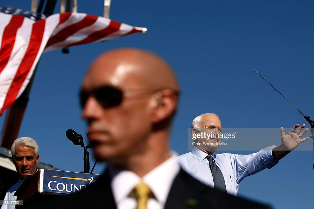 McCain Campaigns On Final Week Before Presidential Election : News Photo