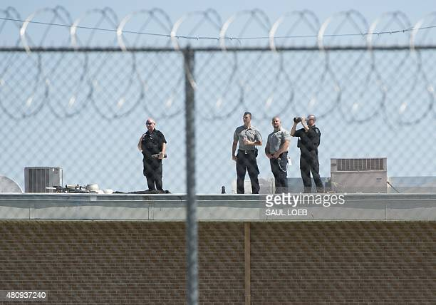 Secret Service and Prison guards stand on the roof as US President Barack Obama tours a cell block at the El Reno Federal Correctional Institution in...