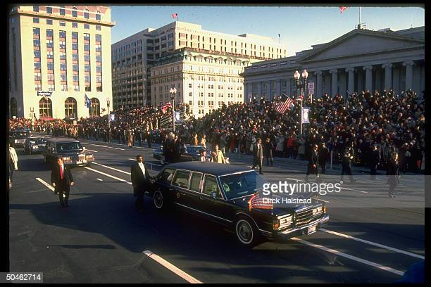 Secret service guarded presidential limo during Pres. Bush's inaugural parade.