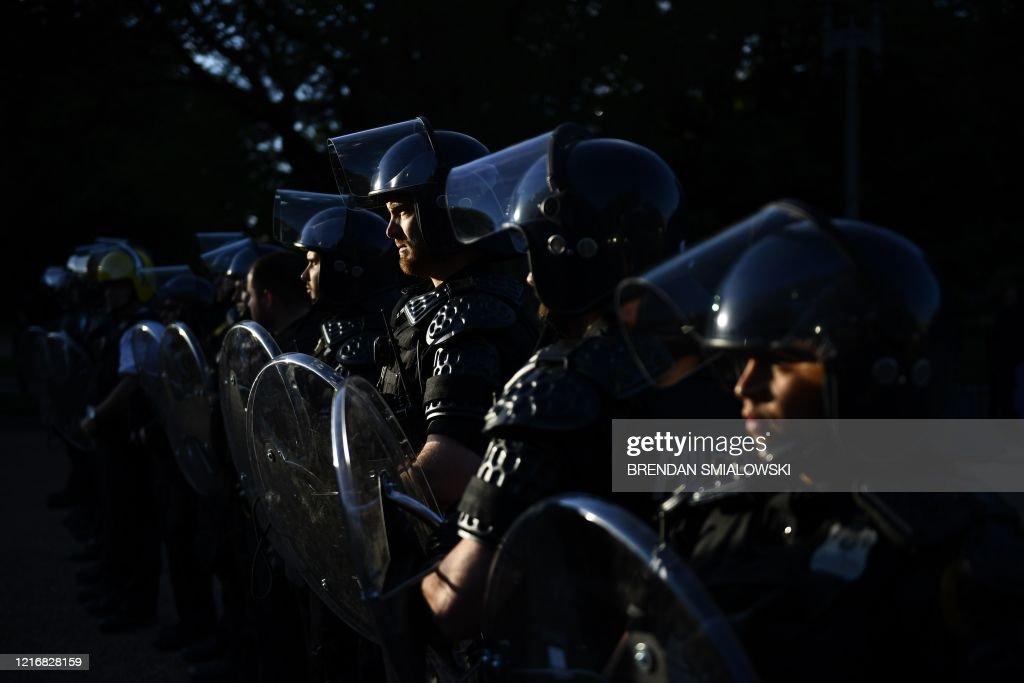 US-TRUMP-MINORITIES-POLICE-politics-DEMONSTRATION : News Photo