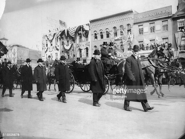 Secret Service men on each side of the carriage for President Roosevelt's inauguration on March 4 1905 Also accompanying the President is a...