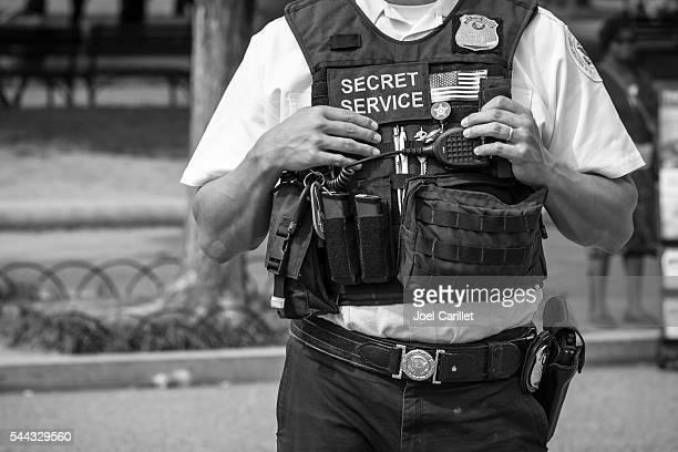 U.S. Secret Service officer outside White House