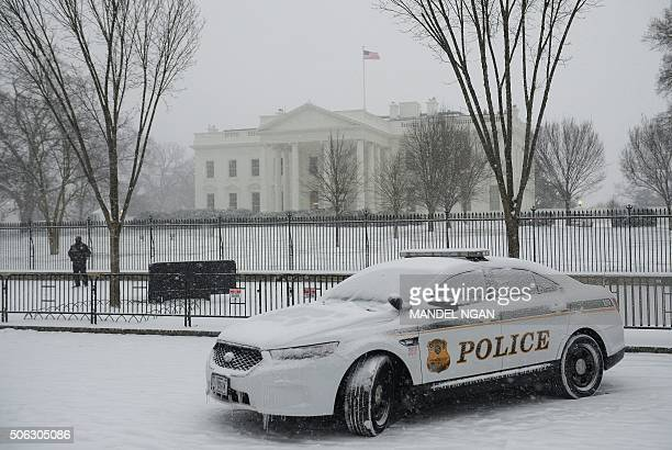 A Secret Service Uniformed Division patrol car is seen in front of the White House under snowfall on January 22 2016 in Washington The Washington...
