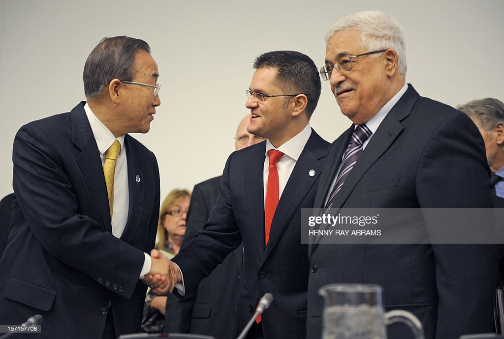 UN Secretary General Ban Ki-moon(L) shakes hands with Vuk Jeremic, President of the 67th Session of the General Assembly, while Palestinian President Mahmoud Abbas(R) watches prior to a meeting of the Committee on the Exercise of the Inalienable Rights of the Palestinian People, November 29, 2012 at UN headquarters in New York. AFP PHOTO/Henny Ray Abrams