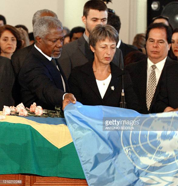 Secretary General Kofi Annan covers Brazilian diplomat Sergio Vieira de Mello's coffin with the UN flag while de Mello's widow Annie watches, 23...