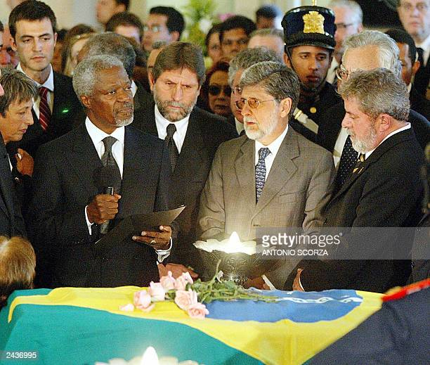 Secretary General Kofi Annan gives a speech in front of the coffin of Brazilian diplomat Sergio Vieira de Mello, 23 August 2003, while Brazilian...