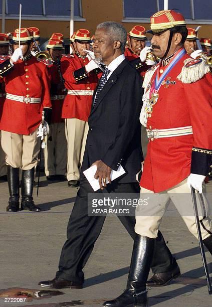 Secretary General Kofi Annan reviews the guard of honour 12 November 2003 upon his arrival at El Alto international airport in El Alto Annan is in...