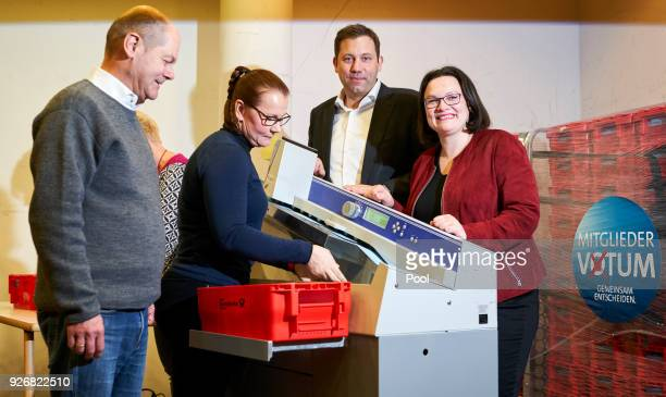 Secretary General of the Social Democratic Party Lars Klingbeil Mayor of Hamburg Olaf Scholz and Bundestag faction leader of the German Social...