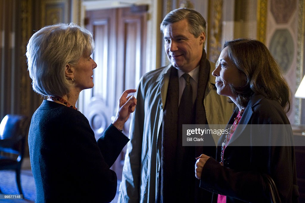 Secretary Kathleen Sebelius, left, speaks with Sen. Sheldon Whitehouse, D-R.I., and Sen. Maria Cantwell, D-Wash., before a series of votes on health care reform in the Senate on Wednesday afternoon, Dec. 23, 2009.