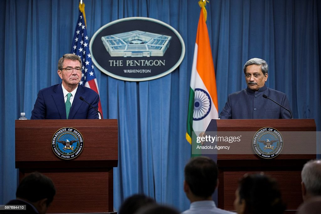 Ashton Carter - Manohar Parrikar press conference in United State : News Photo