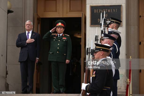 S Secretary of Defense Jim Mattis participates in an enhanced honor cordon to welcome Vietnamese Minister of National defense General Ngo Xuan Lich...